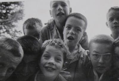 panorama des transformations touchant la prise en charge des enfants dit inadaptés dans la Sarthe dans la seconde moitié du XXe siècle.